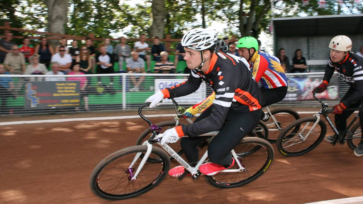 mould and hookway wins titles at british cycling national