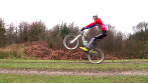 Mountain Bike: How to do a manual front wheel lift