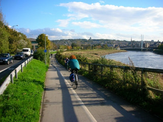 The approach to the Millennium Bridge, Lancaster (image: Sustrans)
