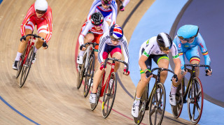 Laura Trott competes in the points race in the omnium