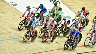 Jessica Roberts competes in the points race in the omnium