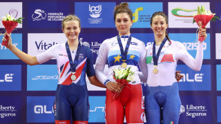Ellie Dickinson wins silver for Great Britain in ANadia in the individual pursuit
