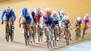 Jenny Holl wins bronze for Great Britain in the junior women's scratch race