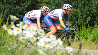 Lora Fachie and Corrine Hall in Emmen road race
