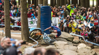 Evie Richards crashes in Nove Mesto