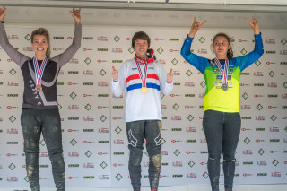 Stacey Fisher wins the 2019 HSBC UK | National Downhill eilte title.