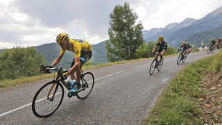 Chris Froome withstands attacks on Tour de France stage 12