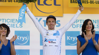 Adam Yates made a superb statement on intent as he held his own in a select group to retain the white jersey on Andorre Arcalis.