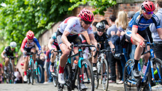Chanel Mason in action in the Lincoln Grand Prix as part of the HSBC UK | National Women's Road Series