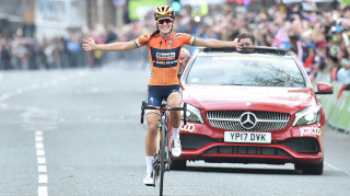 Lizzie Deignan wins the 2017 Tour de Yorkshire