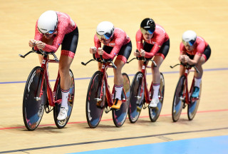 Team Breeze on their way to winning the women's team pursuit title at the 2019 HSBC UK | National Track Championships.