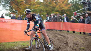 Late crash denies Harris deserved podium finish in second round of UCI Cyclo-cross World Cup