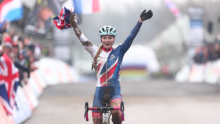 Richards storms to history with second cyclo-cross world title