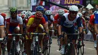 Cavendish misses out on medal as Vinokourov wins from late attack
