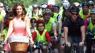 Cavendish joins over 150 fans for Regent's Park bike ride