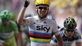 Cavendish wins tight sprint in Tournai