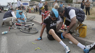 Disappointment for Cavendish on chaotic opening Tour de France stage