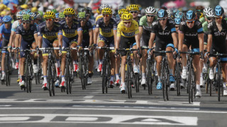 Froome stays in yellow after a steady arrival into Lyon on stage 14