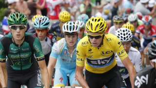 Froome cracks on Alpe d'Huez but extends overall lead