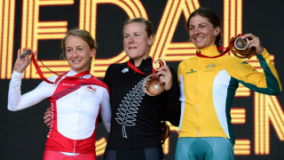 Emma Pooley wins Commonwealth Games time-trial silver