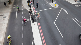 #TurningtheCorner: Chris Boardman leads cycling, motoring and pedestrian groups in call for junction rule change