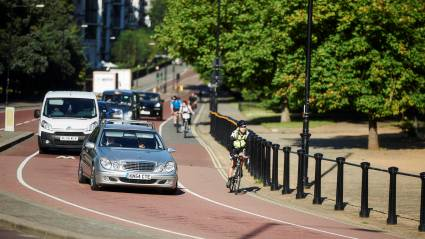 Drivers should be observed interacting with people cycling as part of the driving test, say cycling organisations