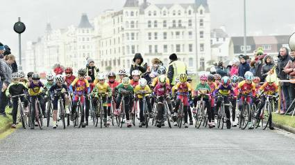 Thrilling races on final day of the Isle of Man Youth Tour