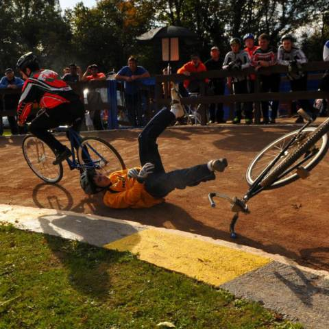 Get into cycle speedway venue - image