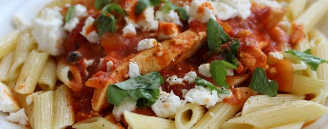 Penne with chicken & feta: the perfect balance between carbohydrate and protein
