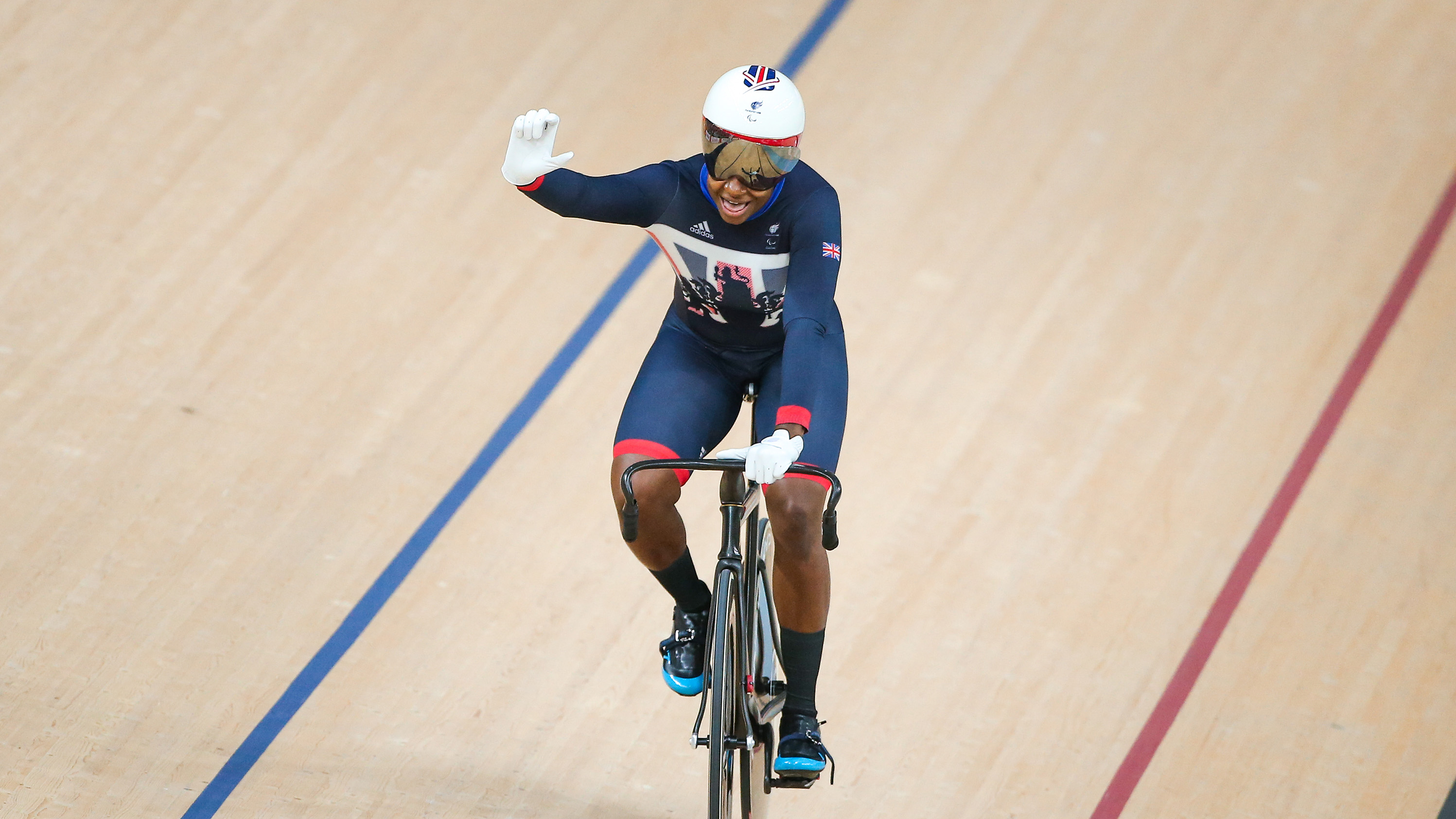 Kadeena Cox wins gold at the Rio Paralympics