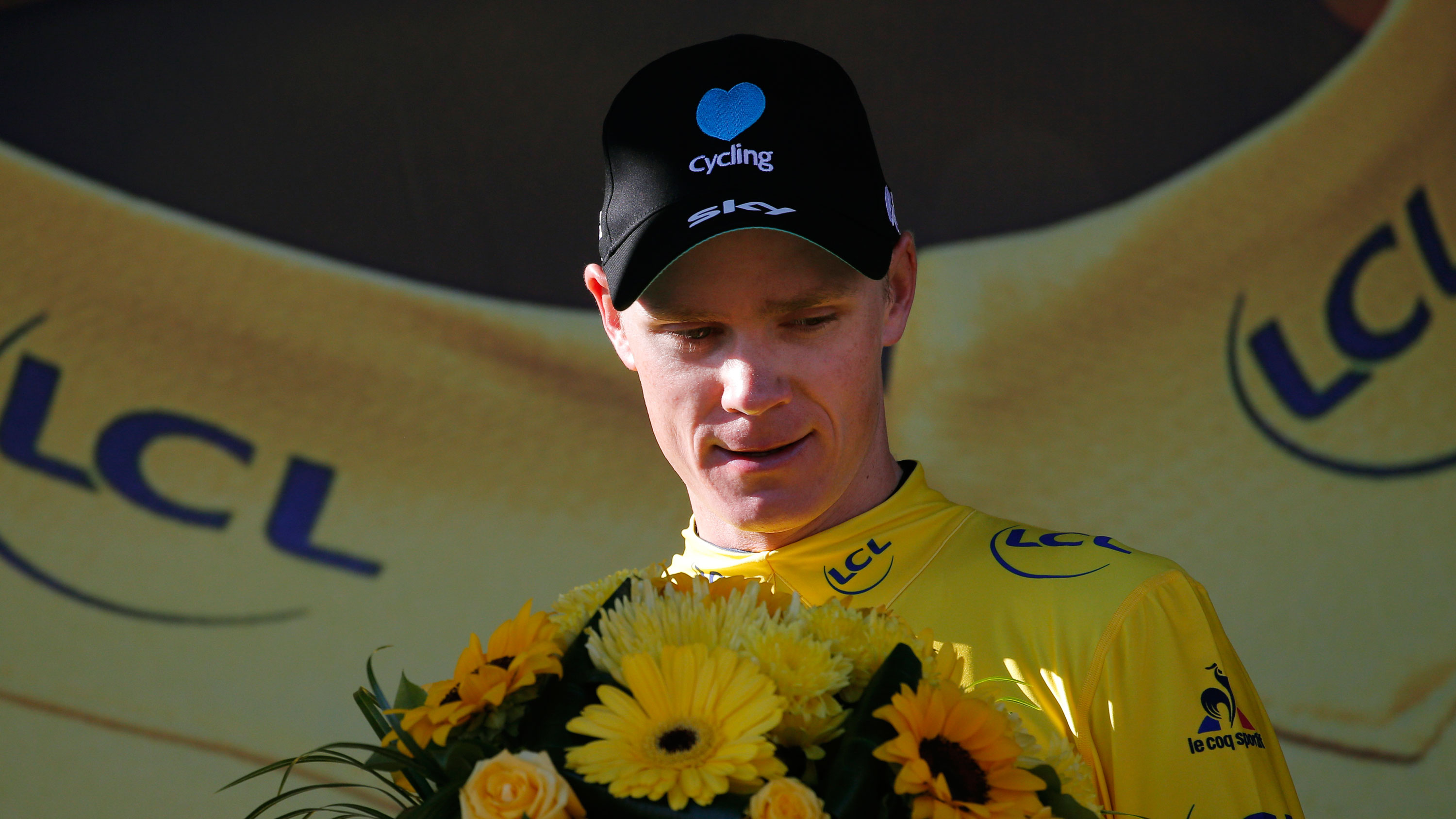 Chris Froome retains yellow jersey