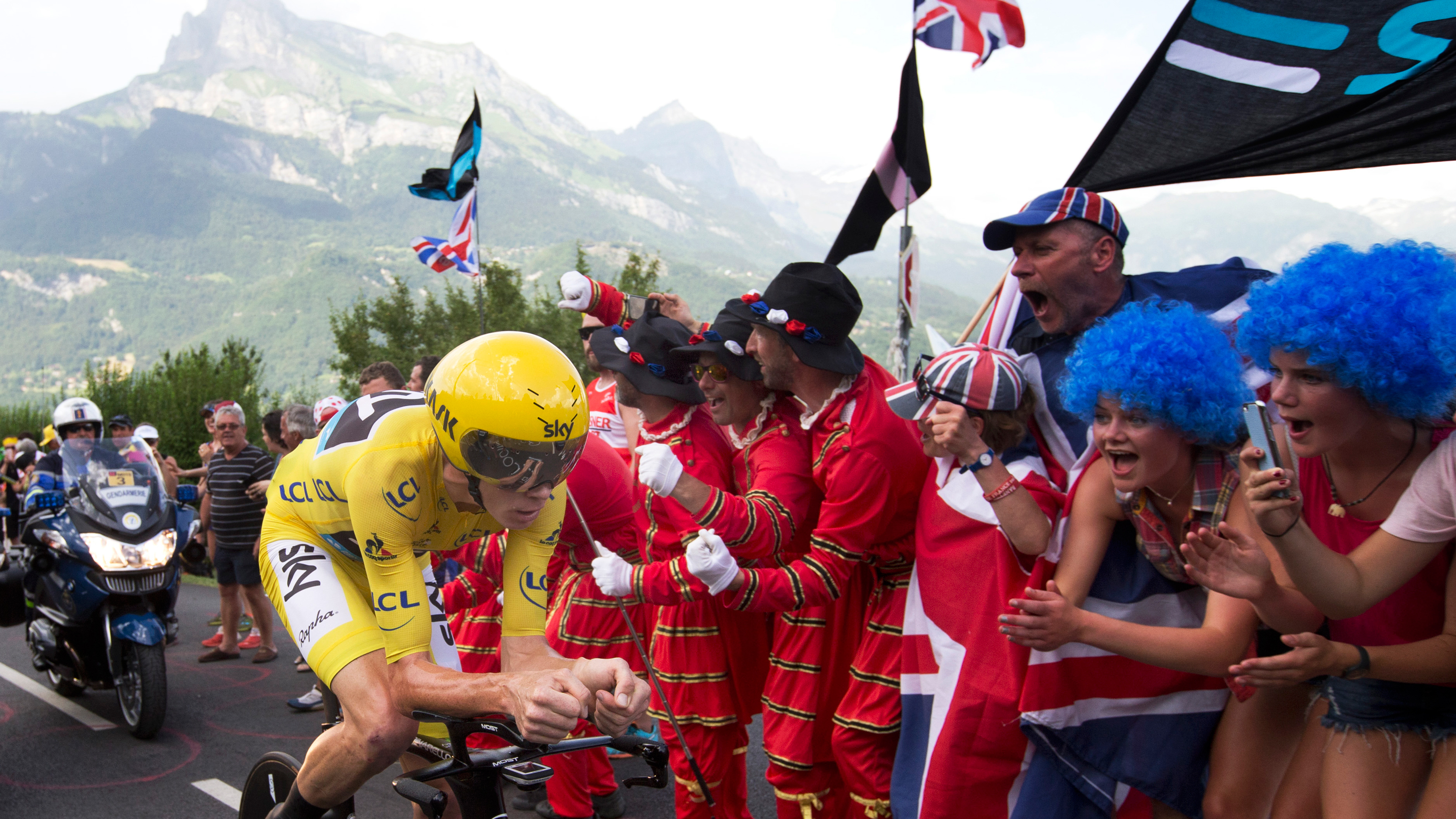 Chris Froome wins stage 18 and extends general classification lead